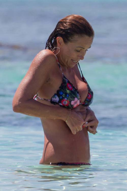 Il topless di Cristina Parodi a Formentera 7