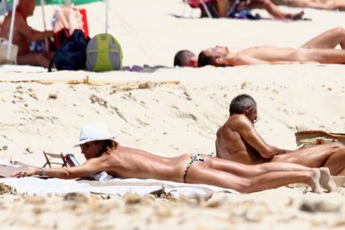 Il topless di Cristina Parodi a Formentera 10