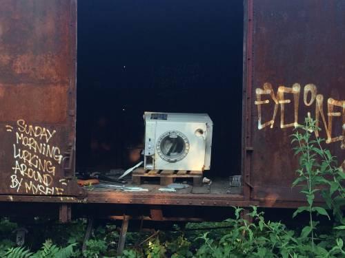 Nella rimessa ferroviaria dove i vagoni sono zeppi di rom e clandestini 3