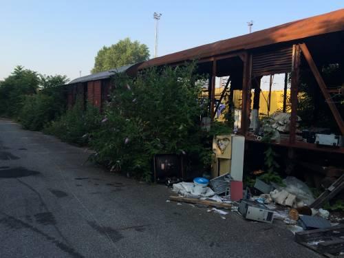 Nella rimessa ferroviaria dove i vagoni sono zeppi di rom e clandestini 4