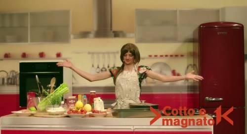 """Fedez, il video di """"Non c'è due senza trash"""" contro Barbara D'Urso 6"""