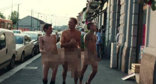 """Fedez, il video di """"Non c'è due senza trash"""" contro Barbara D'Urso 13"""