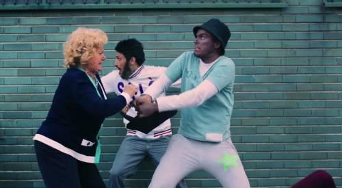 """Fedez, il video di """"Non c'è due senza trash"""" contro Barbara D'Urso 14"""