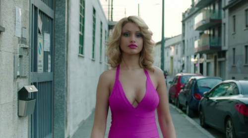 """Fedez, il video di """"Non c'è due senza trash"""" contro Barbara D'Urso 17"""