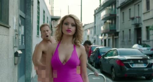 """Fedez, il video di """"Non c'è due senza trash"""" contro Barbara D'Urso 21"""