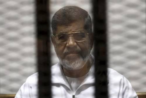 Egitto, condannato a morte l'ex presidente Morsi