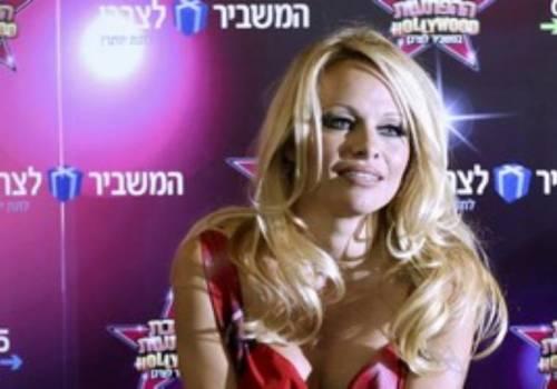 Pamela Anderson sexy e impegnata 5