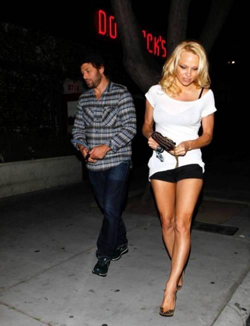 Pamela Anderson sexy e impegnata 19