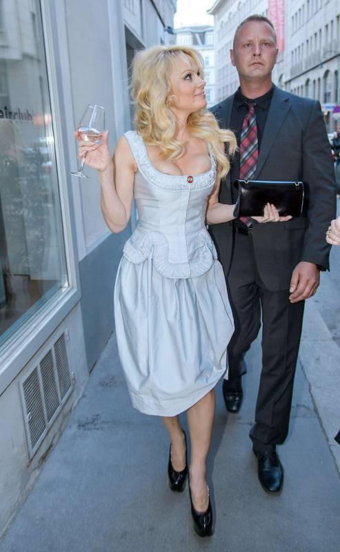 Pamela Anderson sexy e impegnata 23