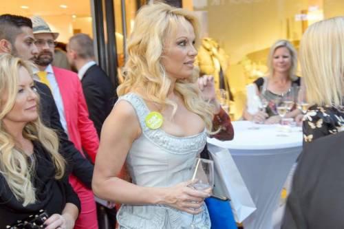 Pamela Anderson sexy e impegnata 27