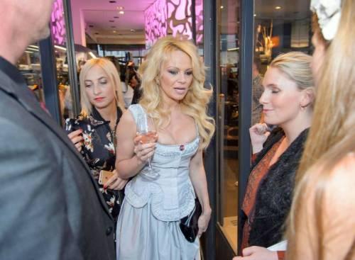 Pamela Anderson sexy e impegnata 25