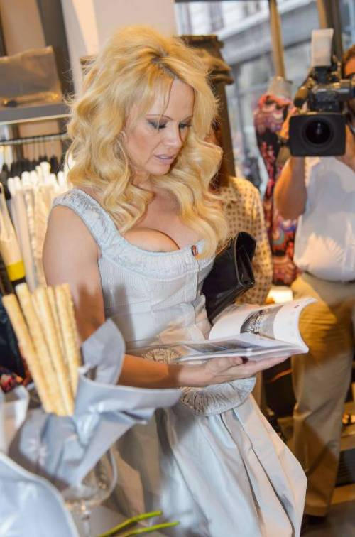 Pamela Anderson sexy e impegnata 33