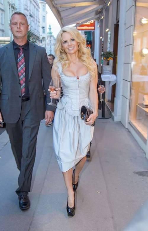 Pamela Anderson sexy e impegnata 31