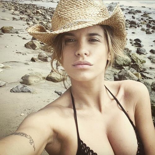 Elisabetta Canalis tra pubblico e privato su Instagram 8