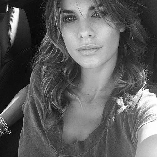 Elisabetta Canalis tra pubblico e privato su Instagram 18
