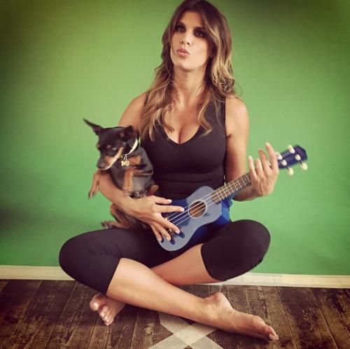 Elisabetta Canalis tra pubblico e privato su Instagram 25