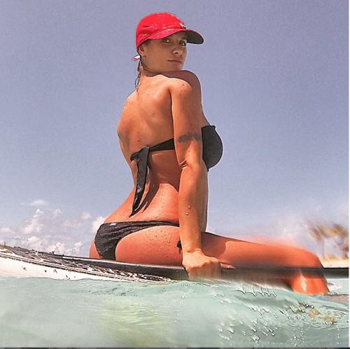 Elisabetta Canalis tra pubblico e privato su Instagram 27