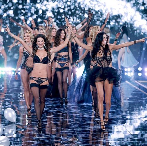 Victoria's Secret tra curvy e magre 34