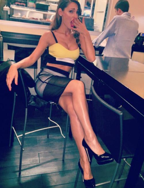 Anna Tatangelo su Instagram 7