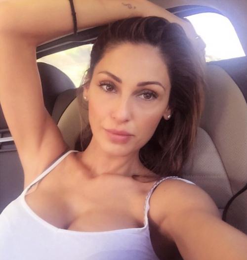 Anna Tatangelo su Instagram 23