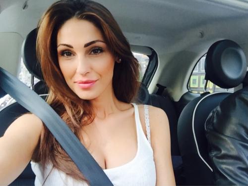 Anna Tatangelo su Instagram 24