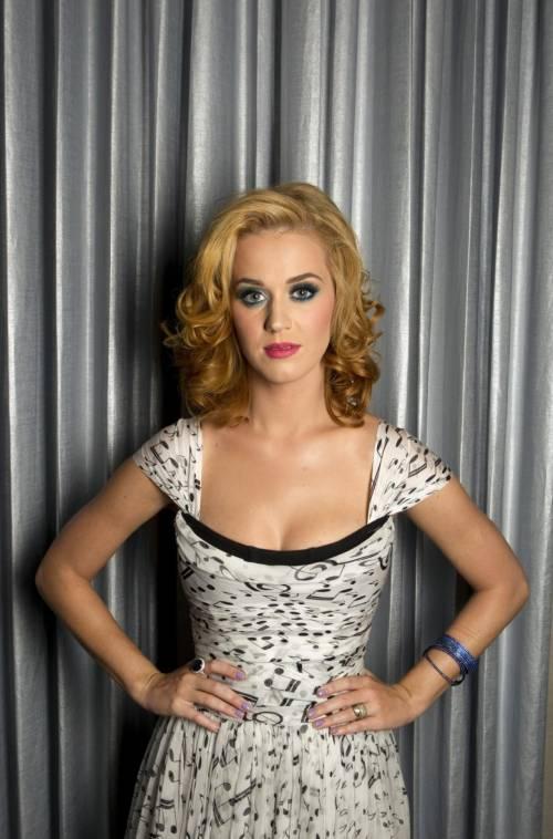 Katy Perry, sexy e ricca: 135 milioni di dollari nel 2015 17