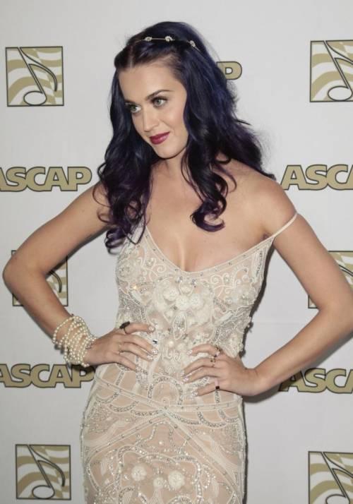 Katy Perry, sexy e ricca: 135 milioni di dollari nel 2015 21