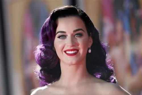 Katy Perry, sexy e ricca: 135 milioni di dollari nel 2015 26