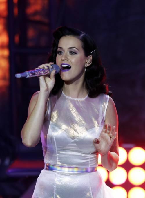 Katy Perry, sexy e ricca: 135 milioni di dollari nel 2015 36