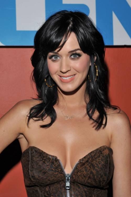 Katy Perry, sexy e ricca: 135 milioni di dollari nel 2015 38