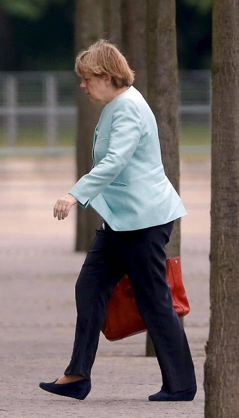 Il volto provato della Merkel dopo il referendum greco 3