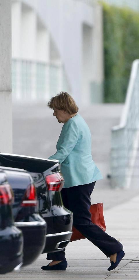 Il volto provato della Merkel dopo il referendum greco 9