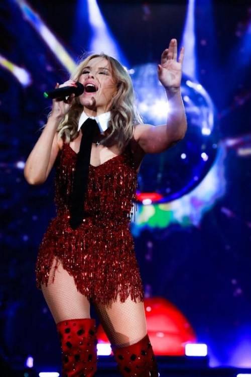 Chris Martin, solo bionde e sexy: addio a Jennifer Lawrence, ora Kylie Minogue 19