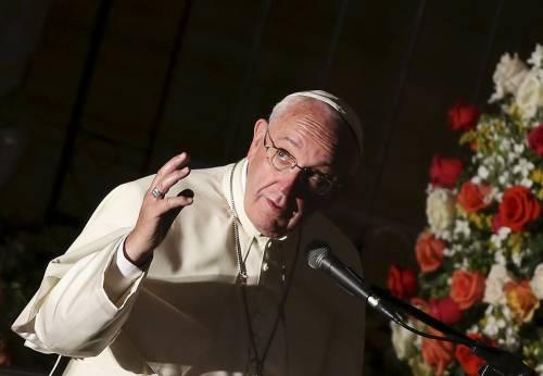 """Immigrati, Papa Francesco: """"Respingerli in mare è atto di guerra"""""""