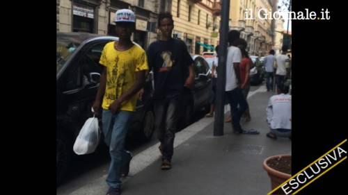 Porta Venezia: tutti in coda per avere i documenti falsi e lasciare l'Italia 3