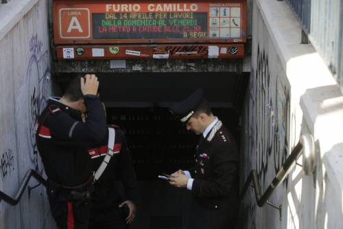 Roma, bimbo cade nel vano ascensore  4