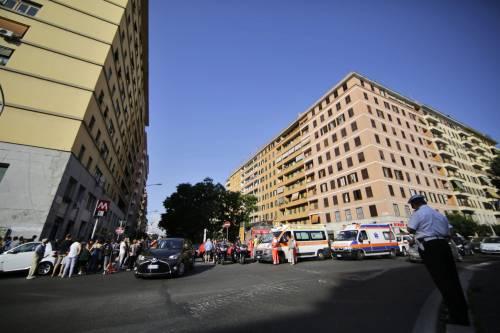 Roma, bimbo cade nel vano ascensore  6