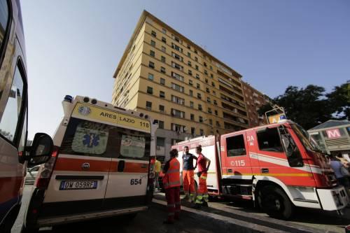 Roma, bimbo cade nel vano ascensore  8