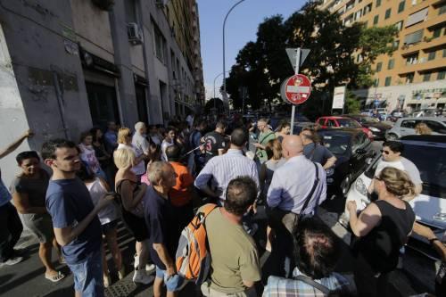 Roma, bimbo cade nel vano ascensore  10