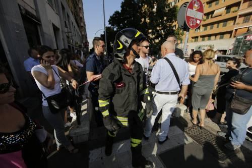 Roma, bimbo cade nel vano ascensore  7