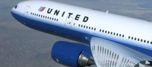 Pilota getta proiettili nel bagno dell'aereo: panico a bordo