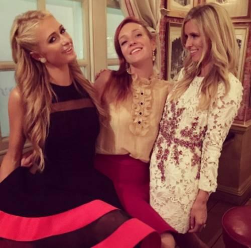 Nicky Hilton: abito bianco sexy ma sobrio per la sorellina di Paris  3