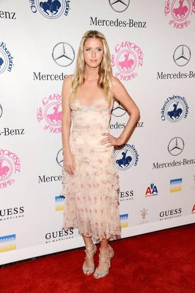 Nicky Hilton: abito bianco sexy ma sobrio per la sorellina di Paris  8