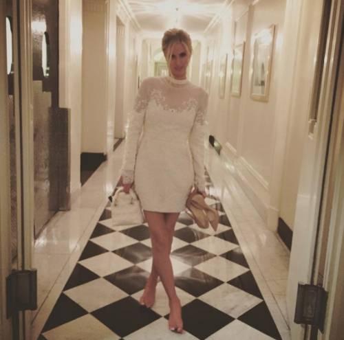 Nicky Hilton: abito bianco sexy ma sobrio per la sorellina di Paris  6