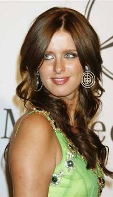 Nicky Hilton: abito bianco sexy ma sobrio per la sorellina di Paris  10