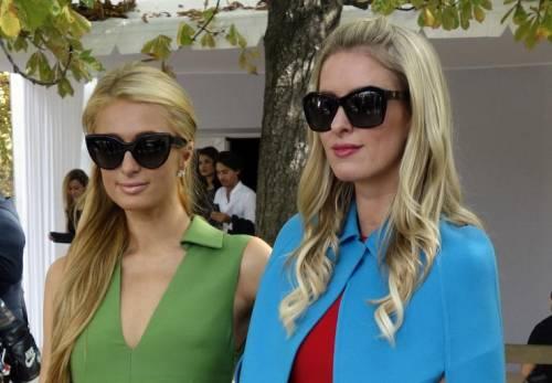 Nicky Hilton: abito bianco sexy ma sobrio per la sorellina di Paris  2