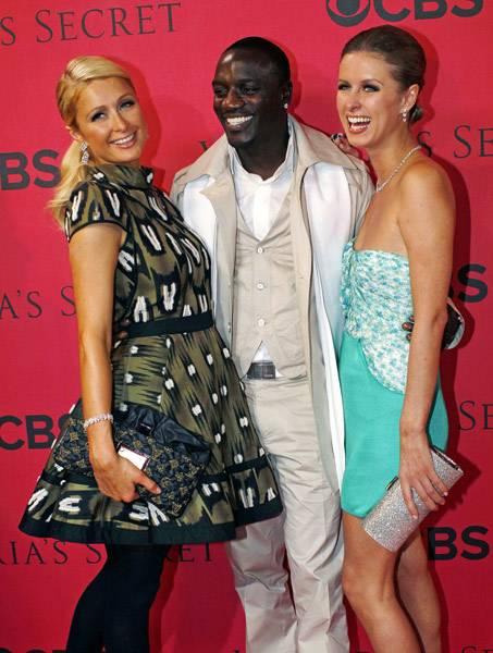 Nicky Hilton: abito bianco sexy ma sobrio per la sorellina di Paris  14