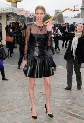Nicky Hilton: abito bianco sexy ma sobrio per la sorellina di Paris  17
