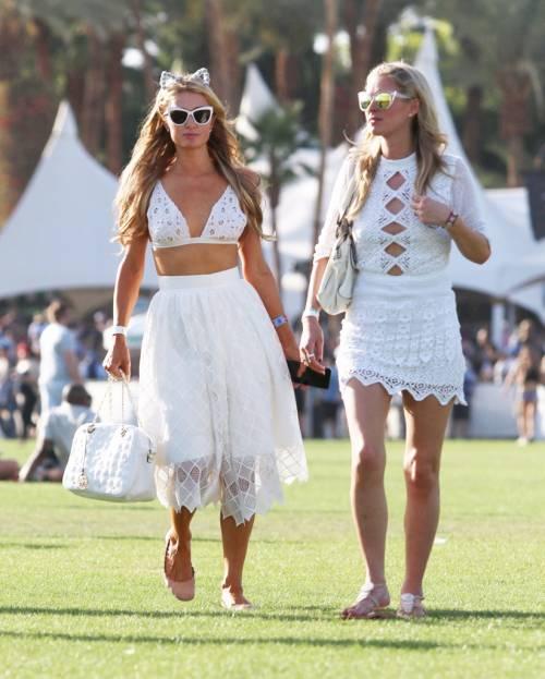 Nicky Hilton: abito bianco sexy ma sobrio per la sorellina di Paris  28