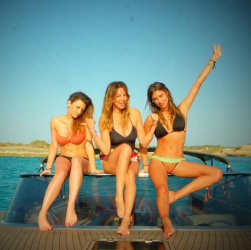 Belen Rodriguez: vacanza da single e il costume è hot 4
